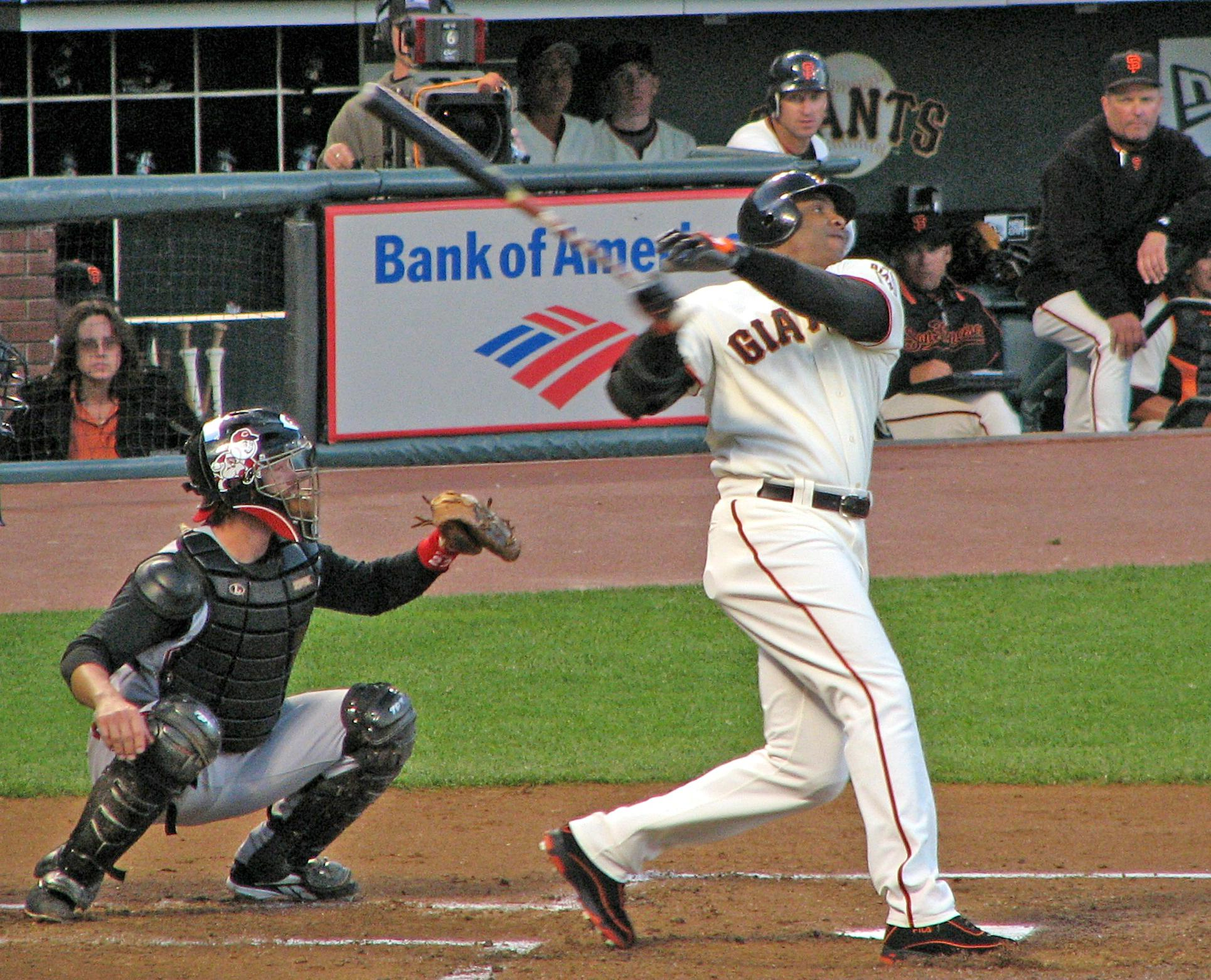 20060825_Barry_Bonds_follow_through.jpg