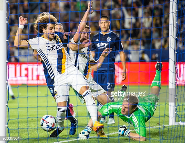 MLS Soccer - Los Angeles Galaxy v Sporting KC : News Photo
